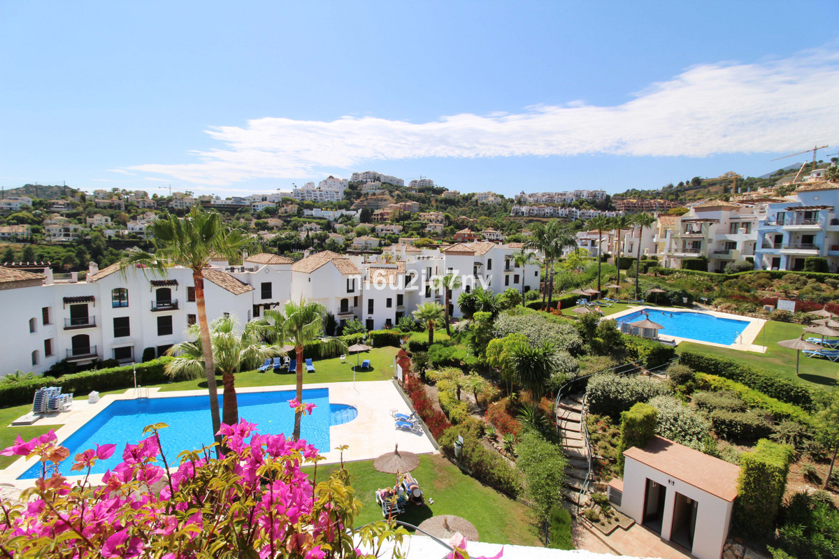 If you are looking to invest in a property on the Costa del Sol, buying this 3 double bedroom pentho,Spain