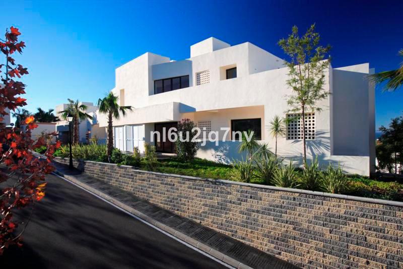 R2482511: Apartment - Ground Floor for sale in Altos de los Monteros