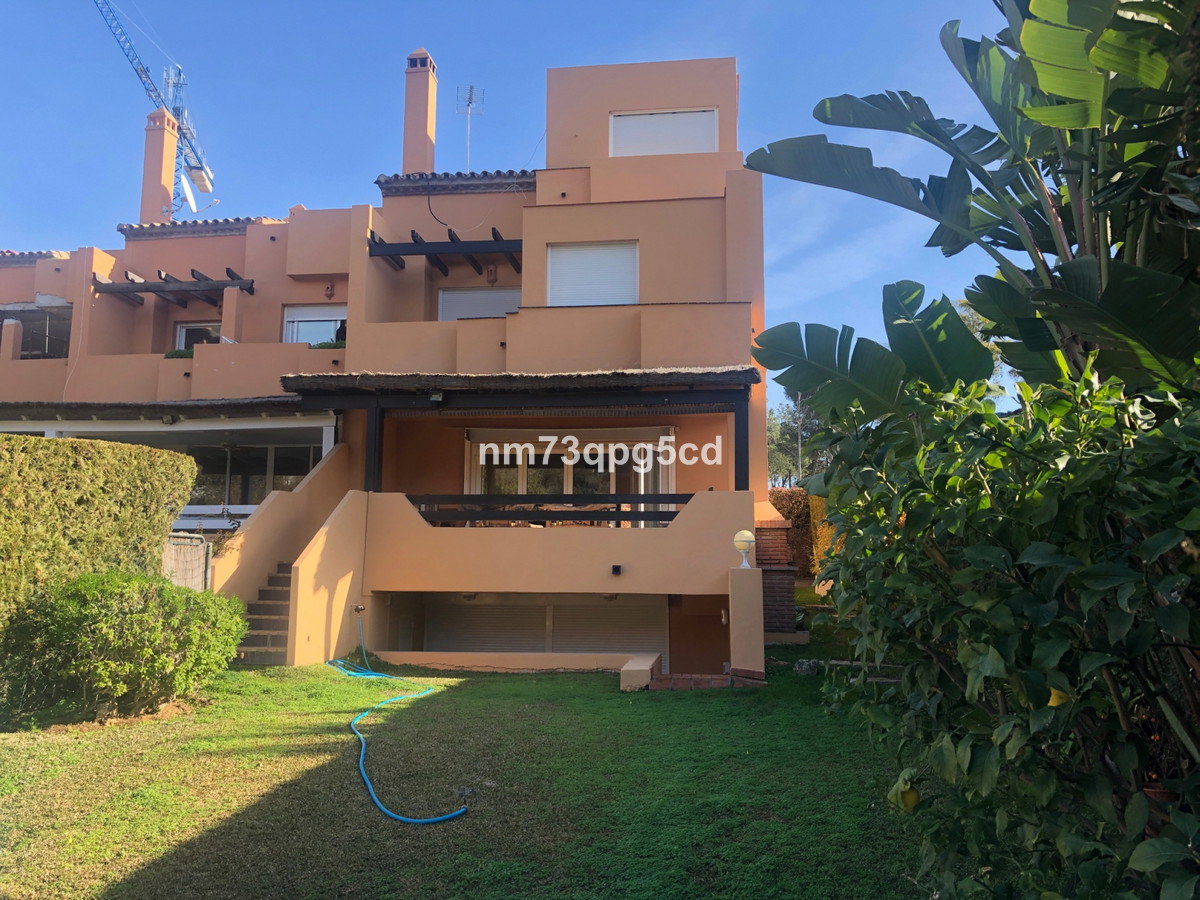 SEMI-DETACHED 4 BEDROOM VILLA IN LOMAS DE PUENTE ROMANO, GOLDEN MILE, MARBELLA  Refurbished corner T, Spain