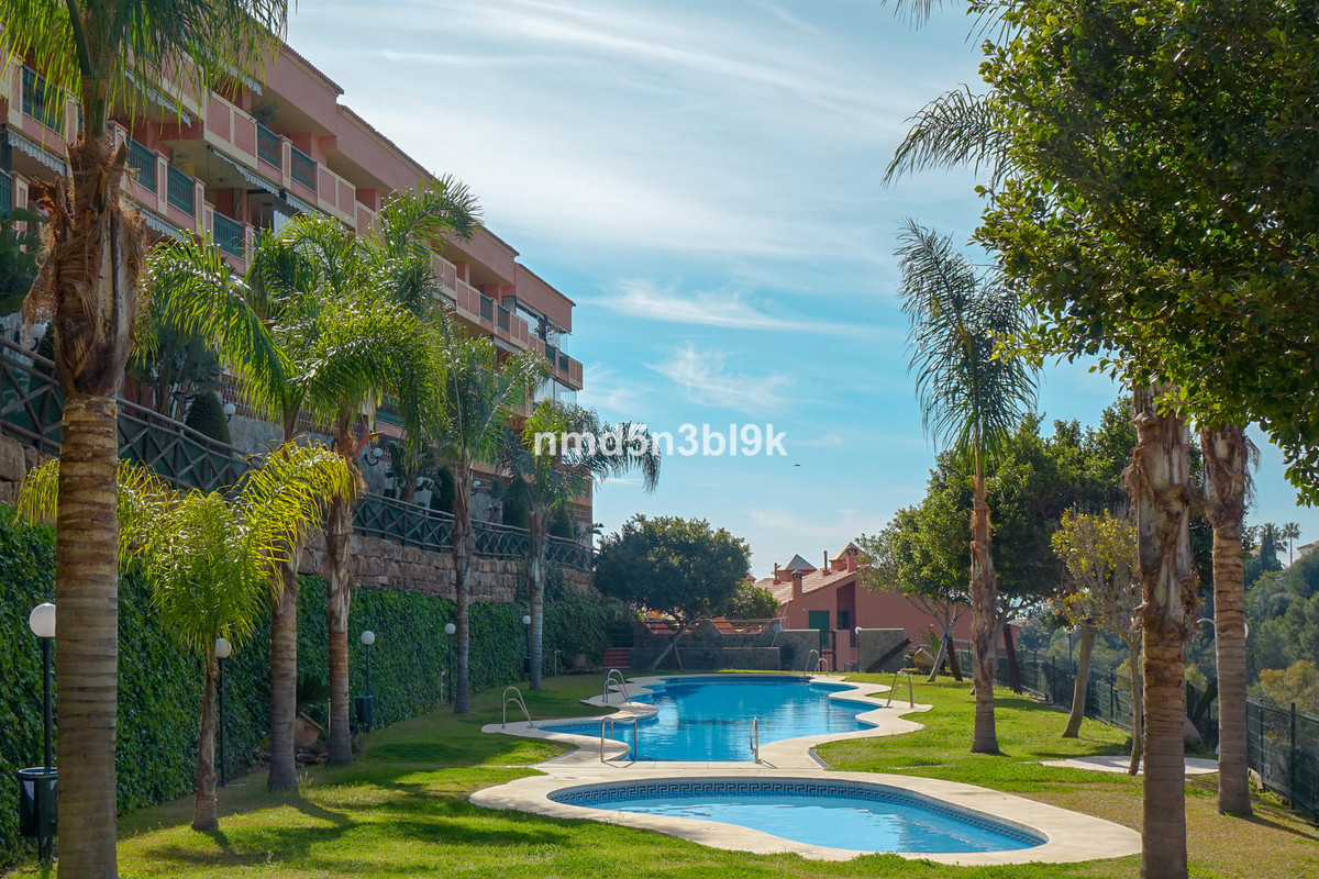 """Flat in Urb. Torreblanca del SolThe property is distributed in living room with communication , Spain"