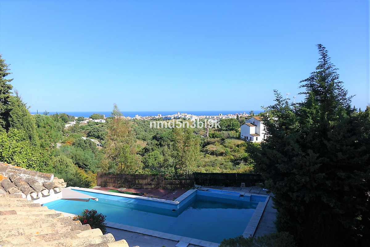 Excellent opportunity!  Beautiful cozy single level villa with private pool on a fantastic 1,200 m² , Spain