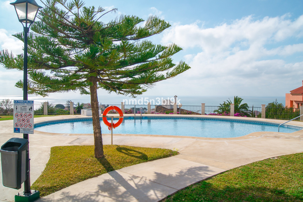 """Apartment in the Complex Don Sol, located in the area of ??Torreblanca, has a built area of ??, Spain"