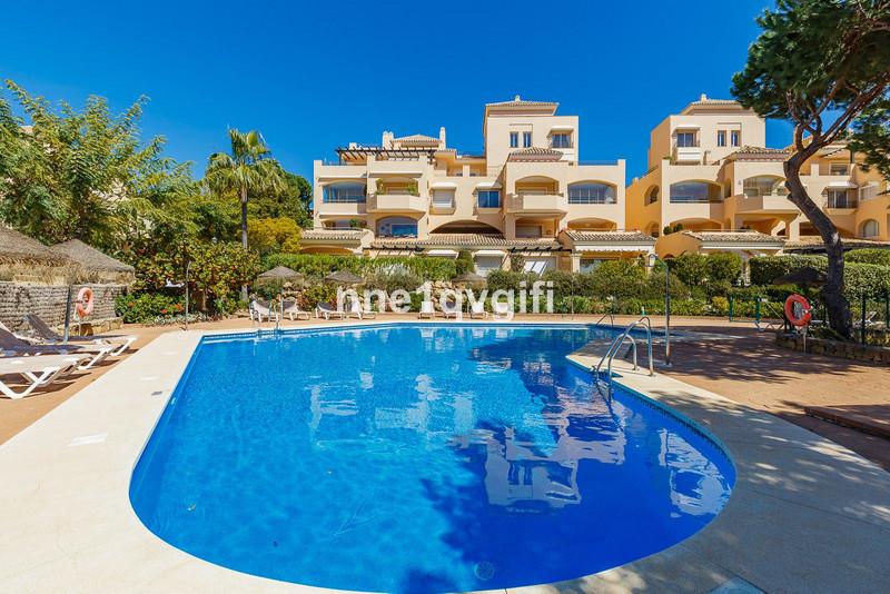 Marbella Banus Apartamento Planta Media en venta en Elviria – R3632156