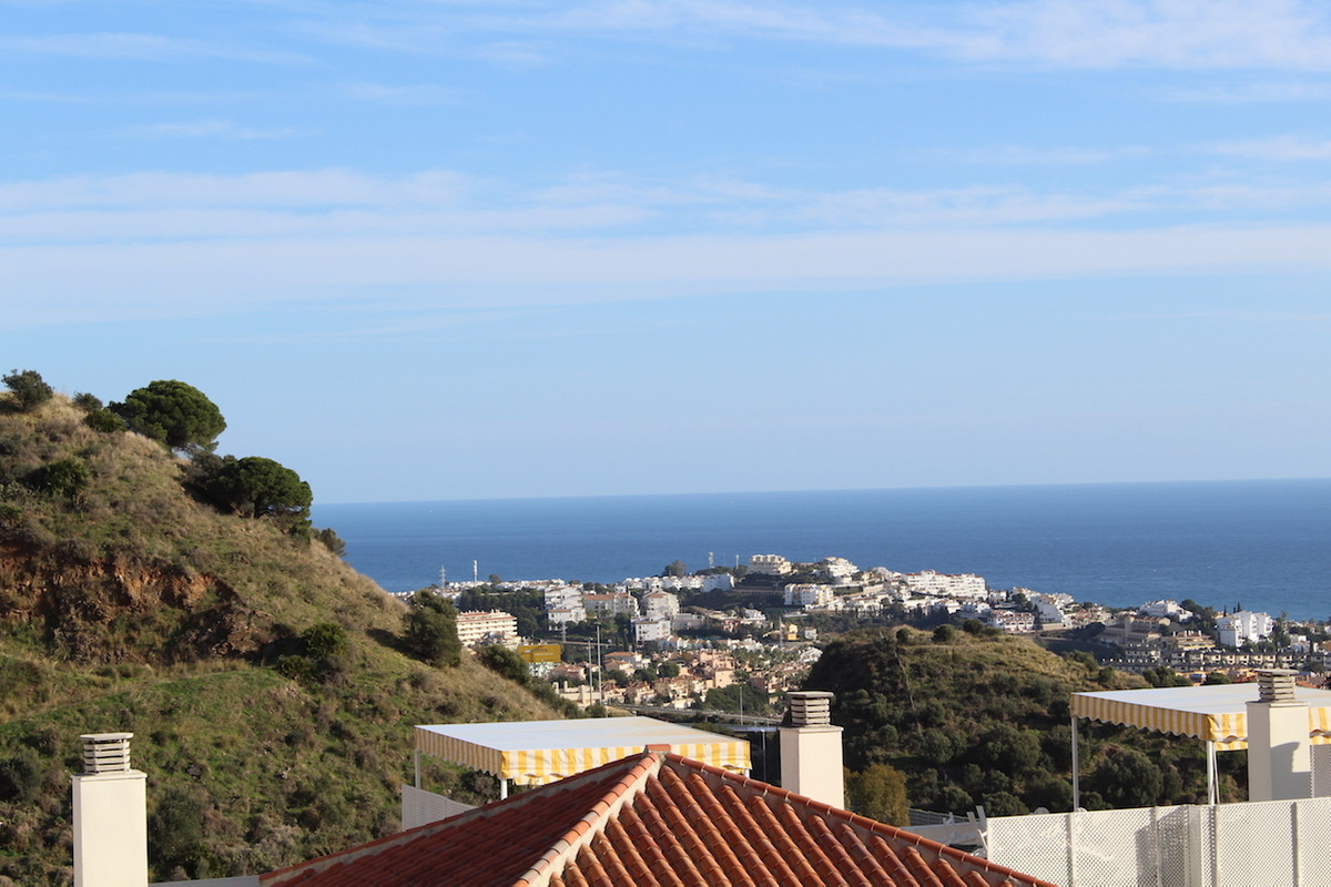 Lovely apartment in Calahonda   Spacious corner apartment with 2 bedrooms, 2 bathrooms, large lounge, Spain