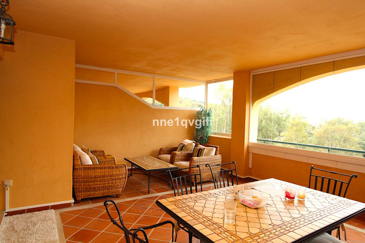Middle Floor Apartment for sale in Elviria R3295456