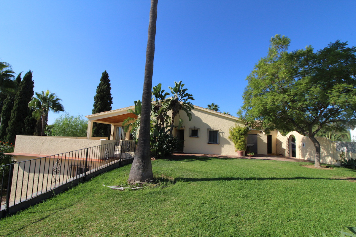Property with potential  This property is located in an urbanisation outside Marbella behind the Alb,Spain