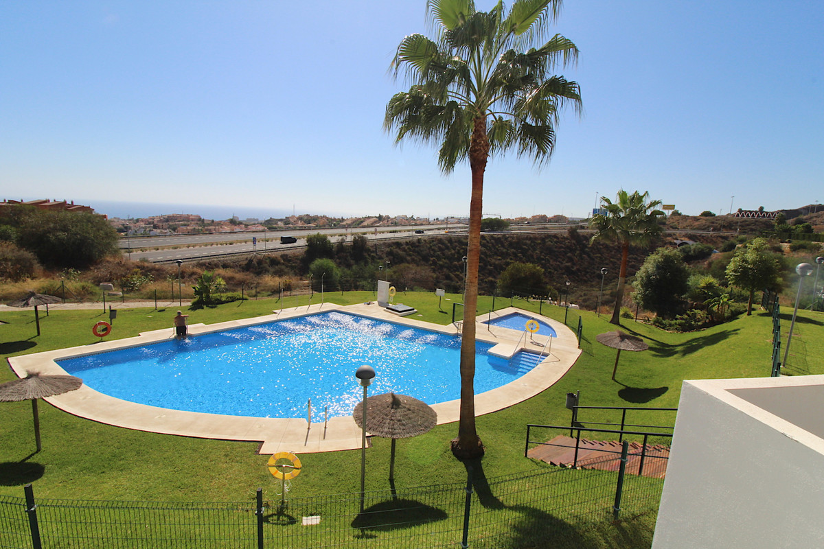 Apartment in Riviera del Sol  This modern apartment in Riviera del Sol is located in the upper part ,Spain