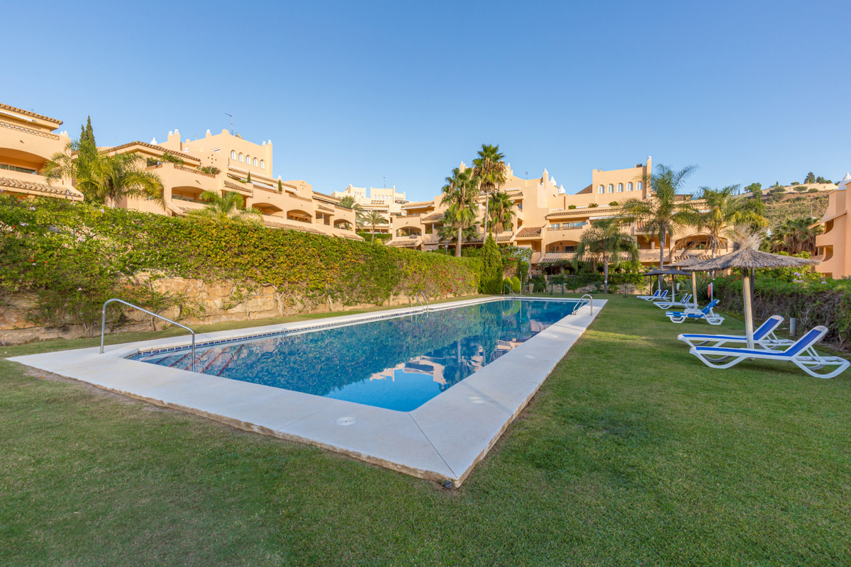 Fully furnished apartment in Elviria  Nice apartment on the first floor with mountain, pool and sea , Spain
