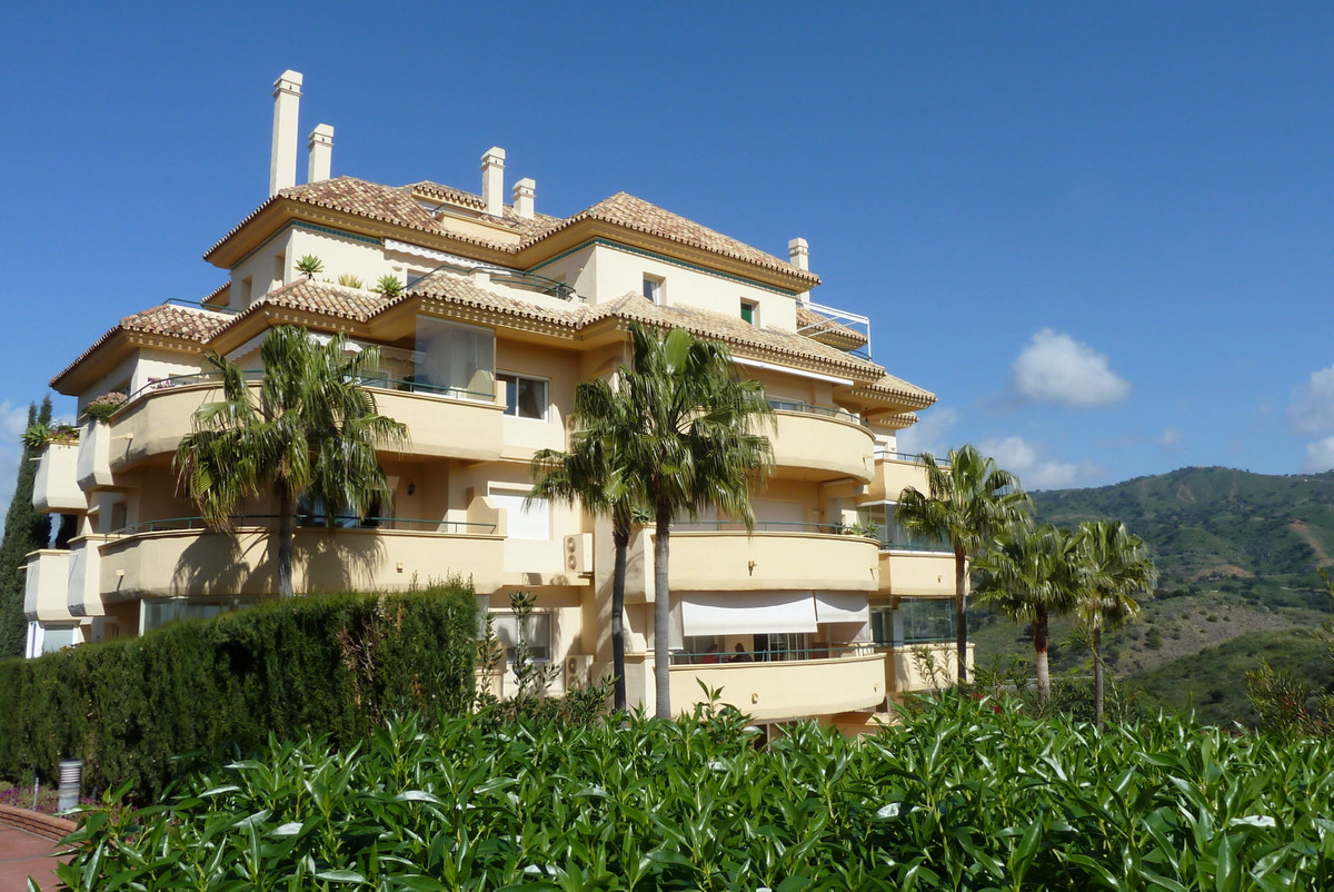 Apartamento Planta Baja en Venta en Elviria – R2414963