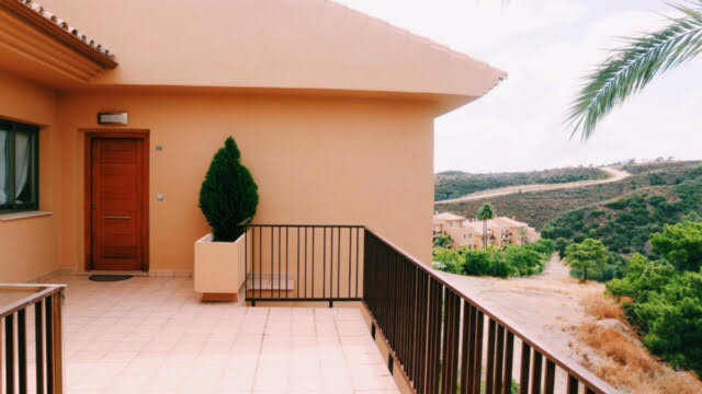 Topfloor apartment located within a golf resort on the New Golden Mile.  This apartment is totaaly r, Spain