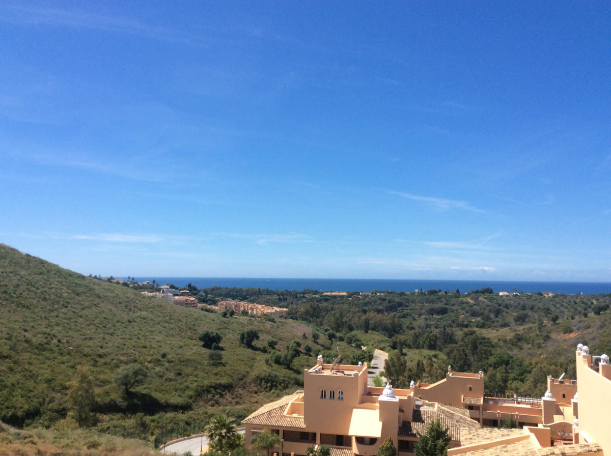 Very well-maintained apartment with 2 bedrooms and 2 bathrooms. This property has a brand new modern,Spain
