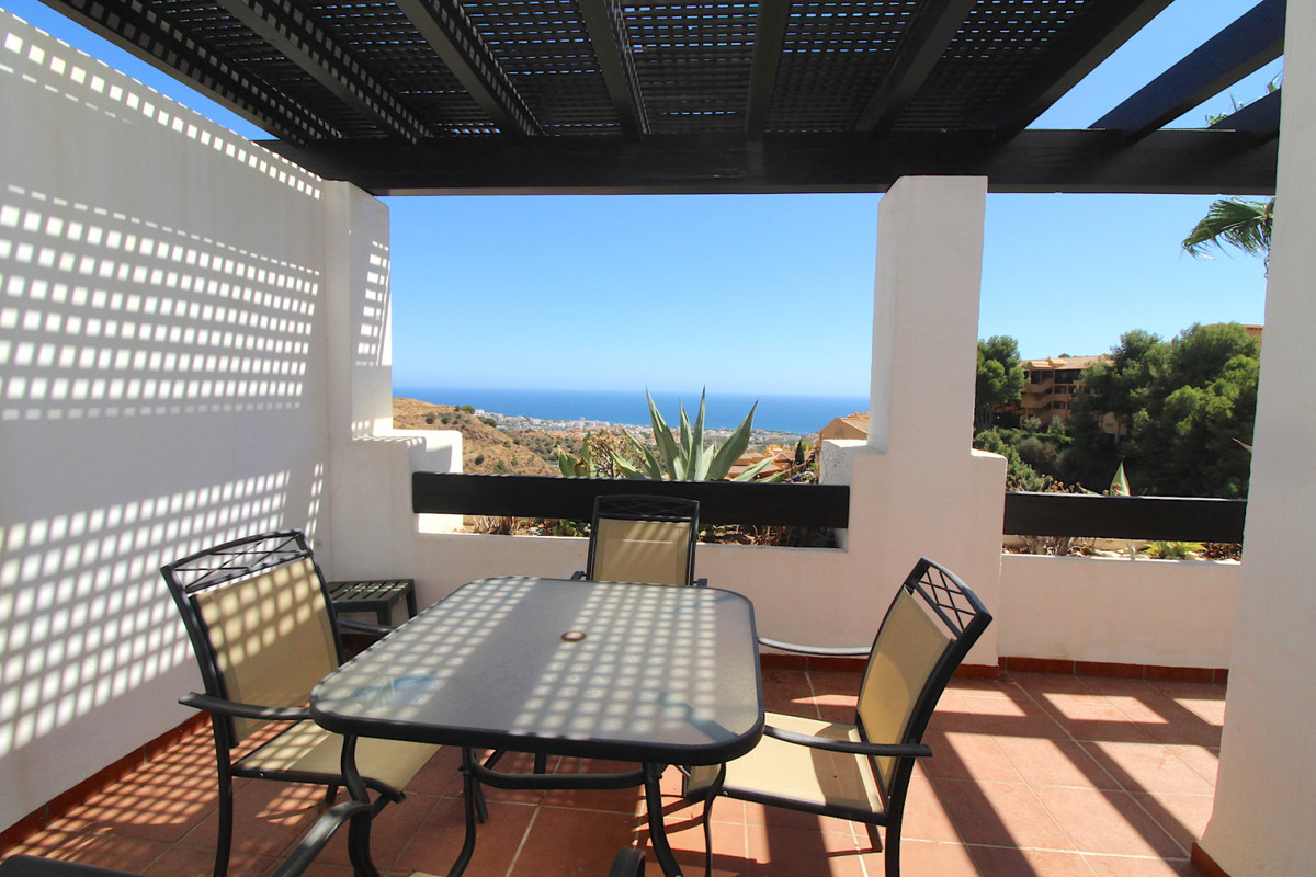 Apartment with great sea views in Calahonda  This apartment is located in the upper part of Calahond, Spain