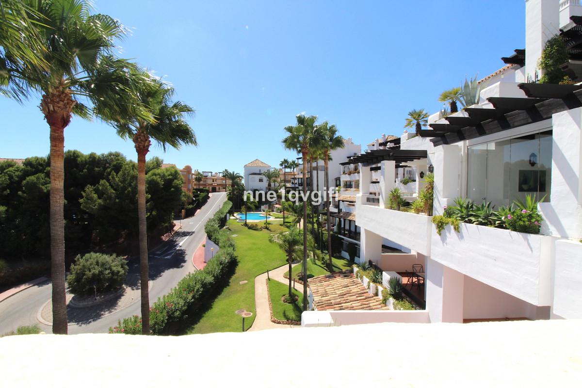 Apartamento en Venta en Calahonda – R3253780