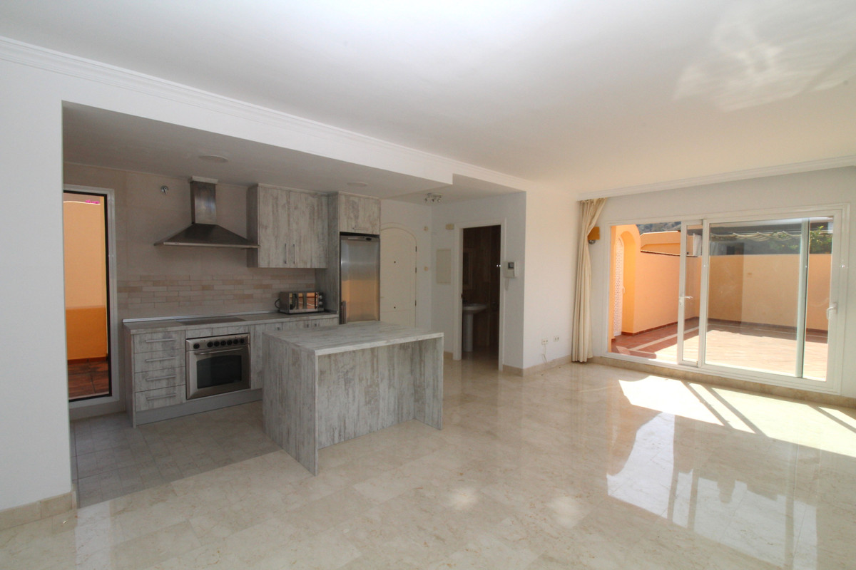 Fantastic south facing penthouse with spacious sunny terraces in Elviria. This duplex penthouse has , Spain