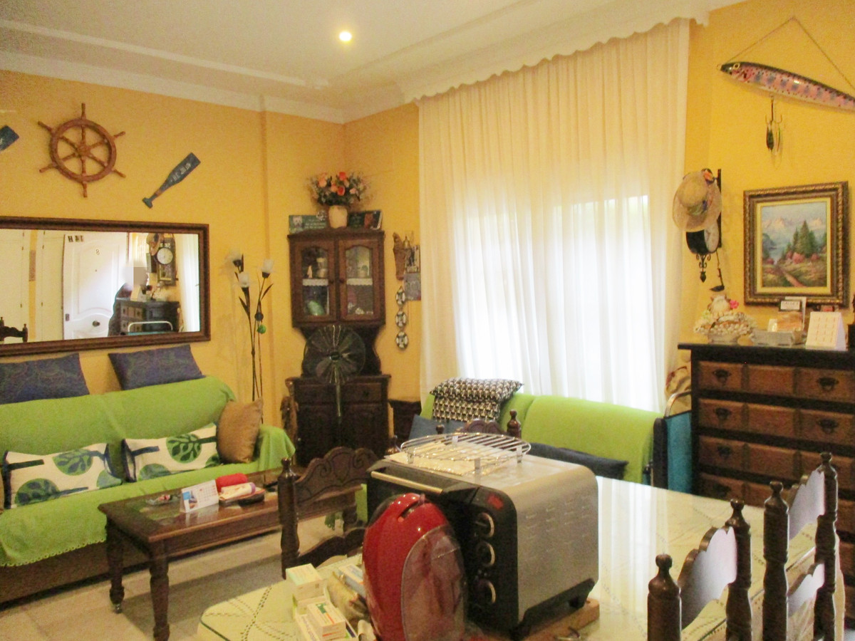 Studio 150 meters from the beach with common areas, swimming pool, gardens, parking. Living room-bed, Spain