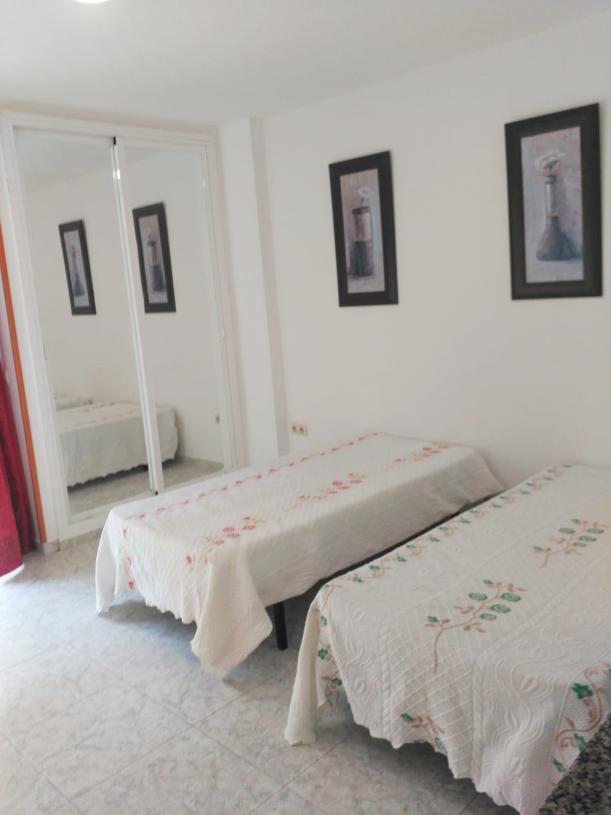 Studio completely renovated and furnished. It consists of living-dining room-bedroom with access to ,Spain