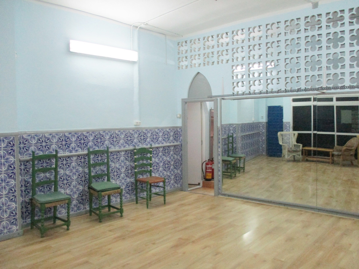 Local ground floor for sale of 87 m2. Equipped as dance academy with several changing rooms, dance r, Spain