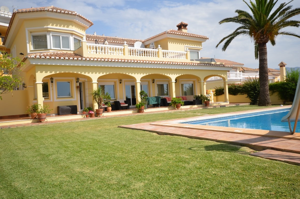 This beautiful 4 bedroom, 4  bathroom detached villa really has the WOW Factor in both location and ,Spain