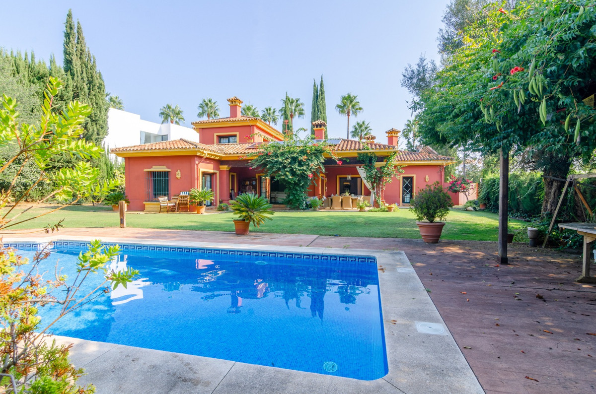 Lovely family house, located on plot number 650,625 in the urbanisation of Sotogrande, San Roque wit,Spain