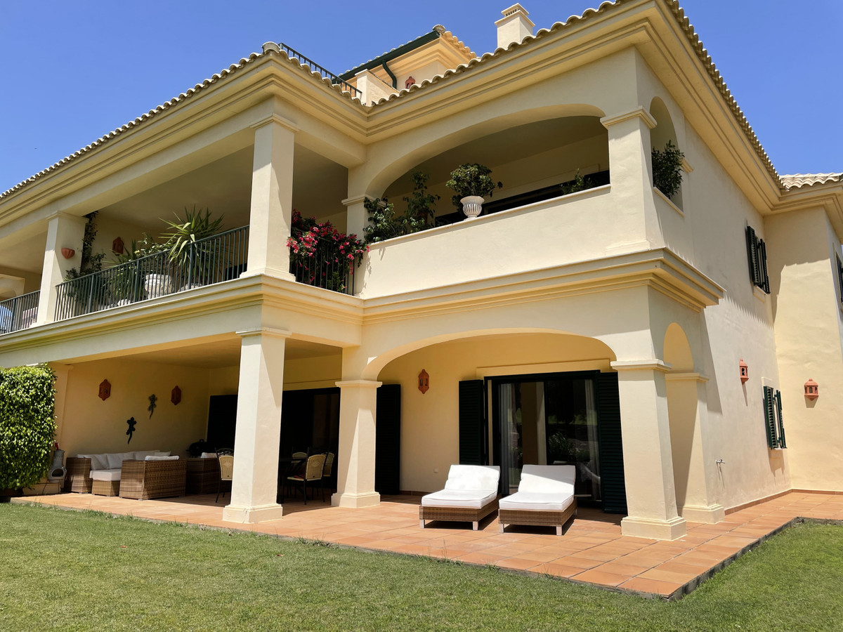 San Roque Club: 3 bedroom 3 bathroom garden apartment, front line golf to 17th Fairway. Immaculate c,Spain