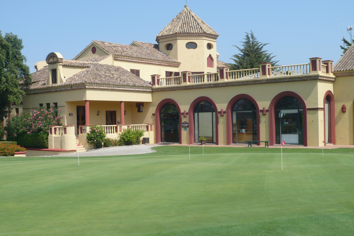 Fabulous frontline plot located on the old course of the famous San Roque Golf Club. The San Roque c,Spain