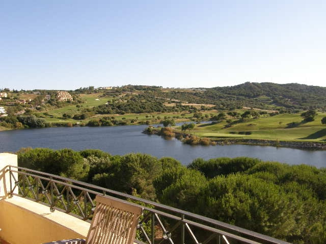 Sotogrande Alto : 2 bedroom 2 bathroom penthouse apartment front line golf overlooking lake and golf,Spain