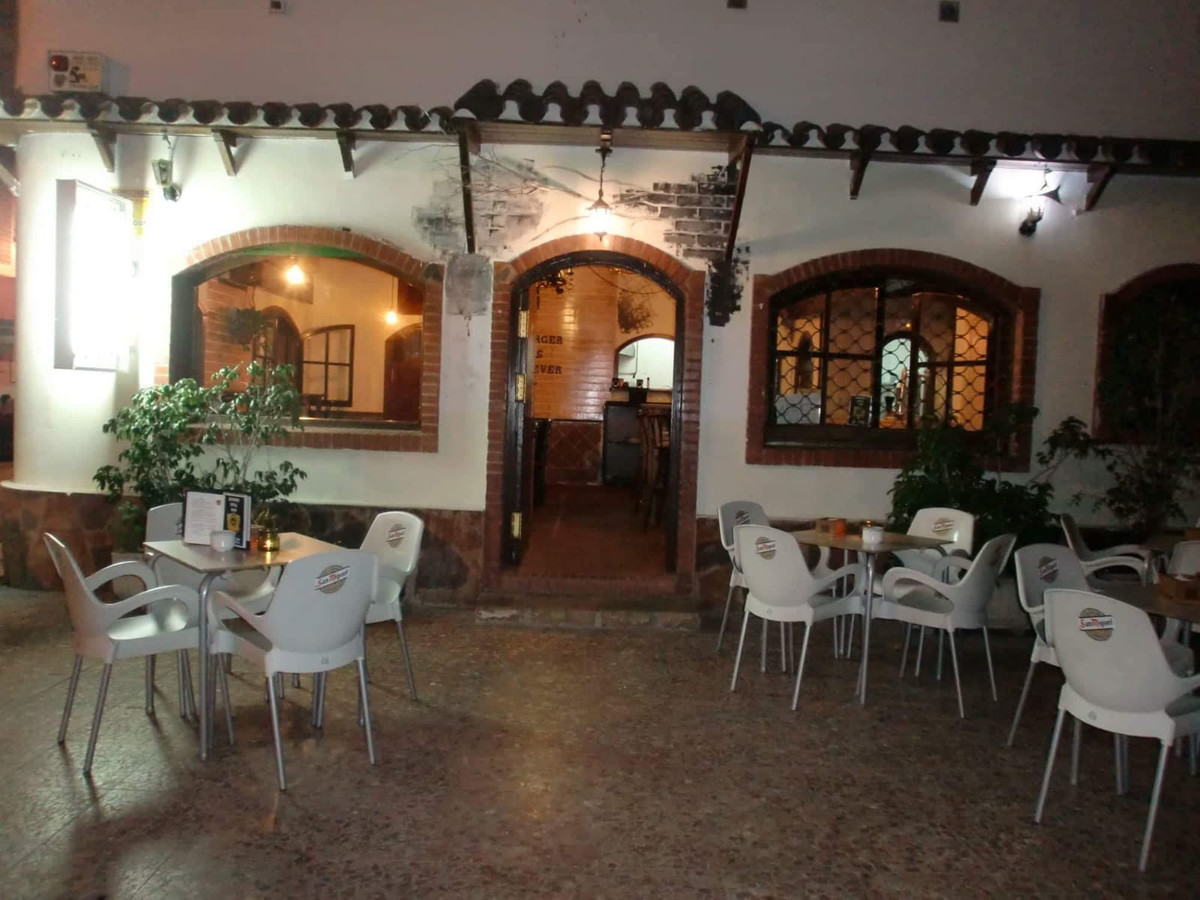 Great opportunity to purchase a bar restaurant in the center of San Pedro de Alcantara (Marbella) in,Spain