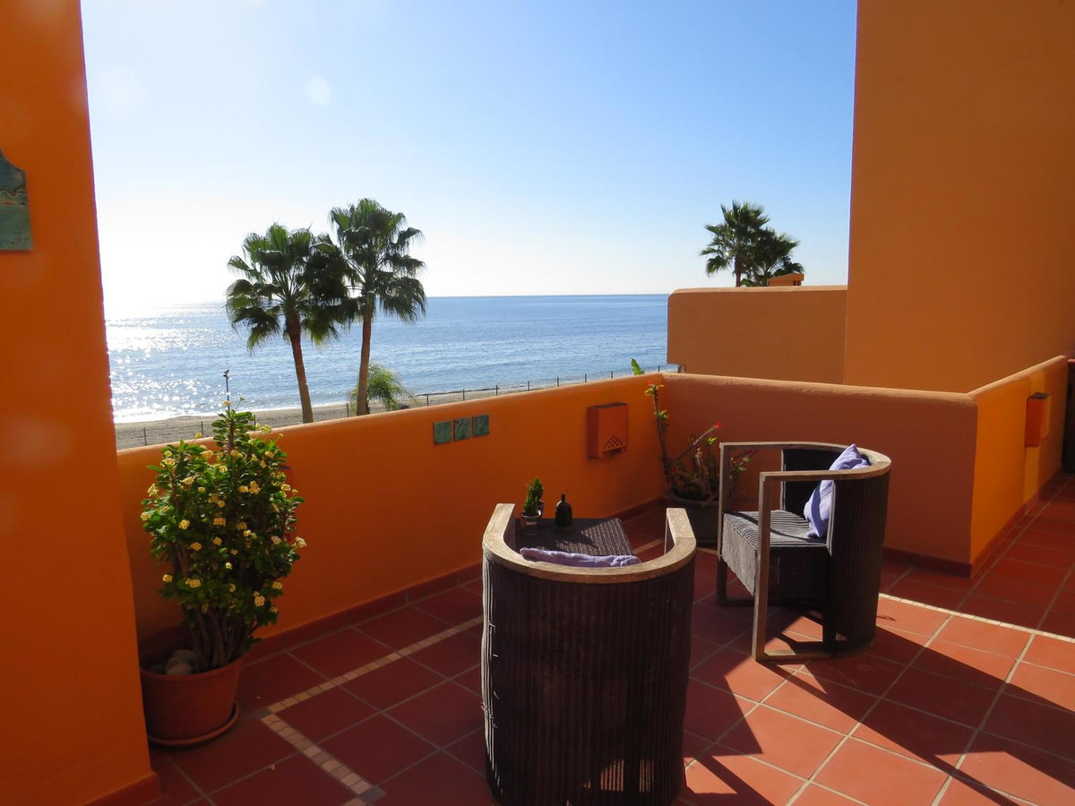 Estepona: Amazing front line beach 3 bedroom 2 bathroom apartment within gated complex on west side ,Spain