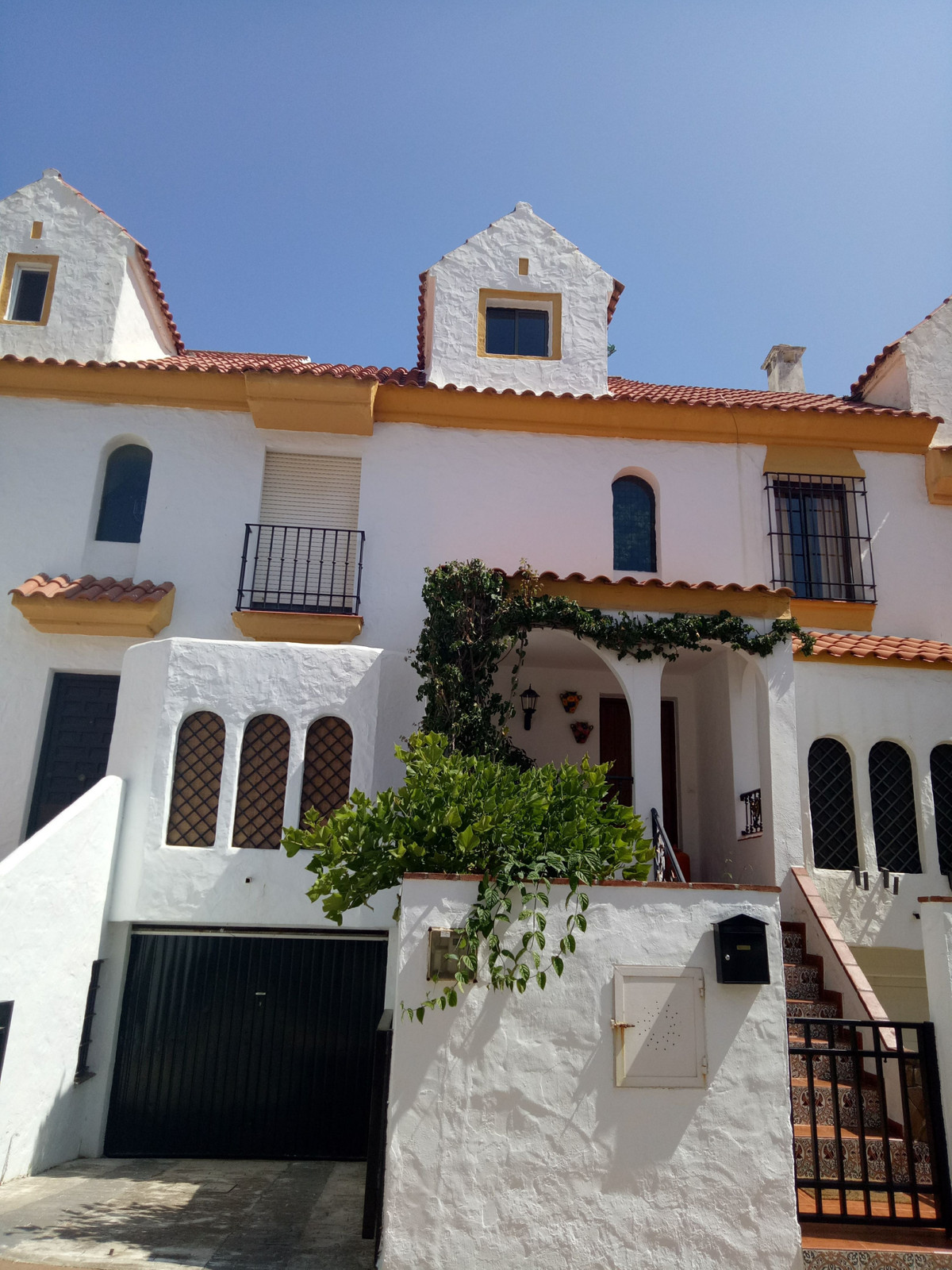 Nice townhouse in Estepona centre, very close to the port and all the amenities. It has 4 bedrooms, , Spain
