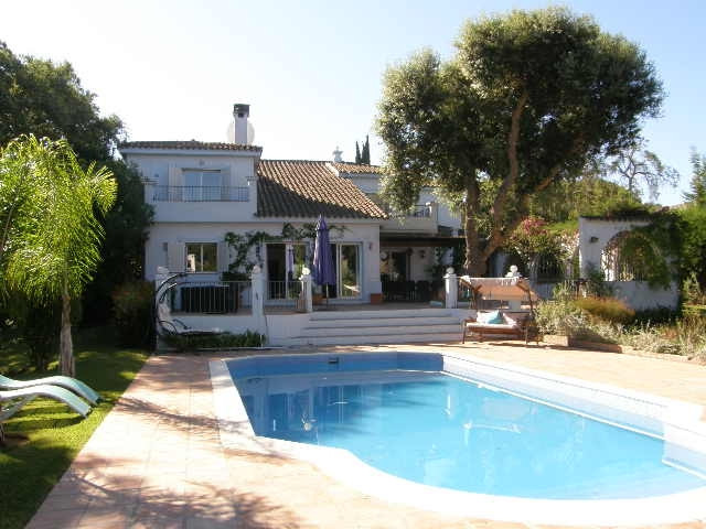 Recently renovated charming villa set in beautiful established gardens. Built in the traditional And,Spain