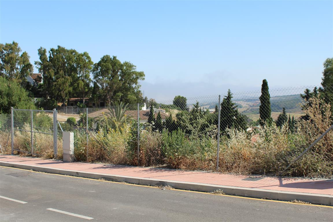 Vallle Romano: Building plot with golf and sea views. Elevated location giving panoramic views to so,Spain