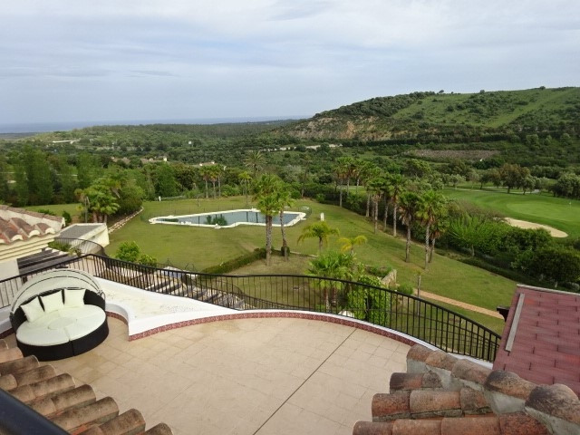 San Roque Golf: 3 bedroom 3 bathroom penthouse with large south facing terrace and solarium of over ,Spain