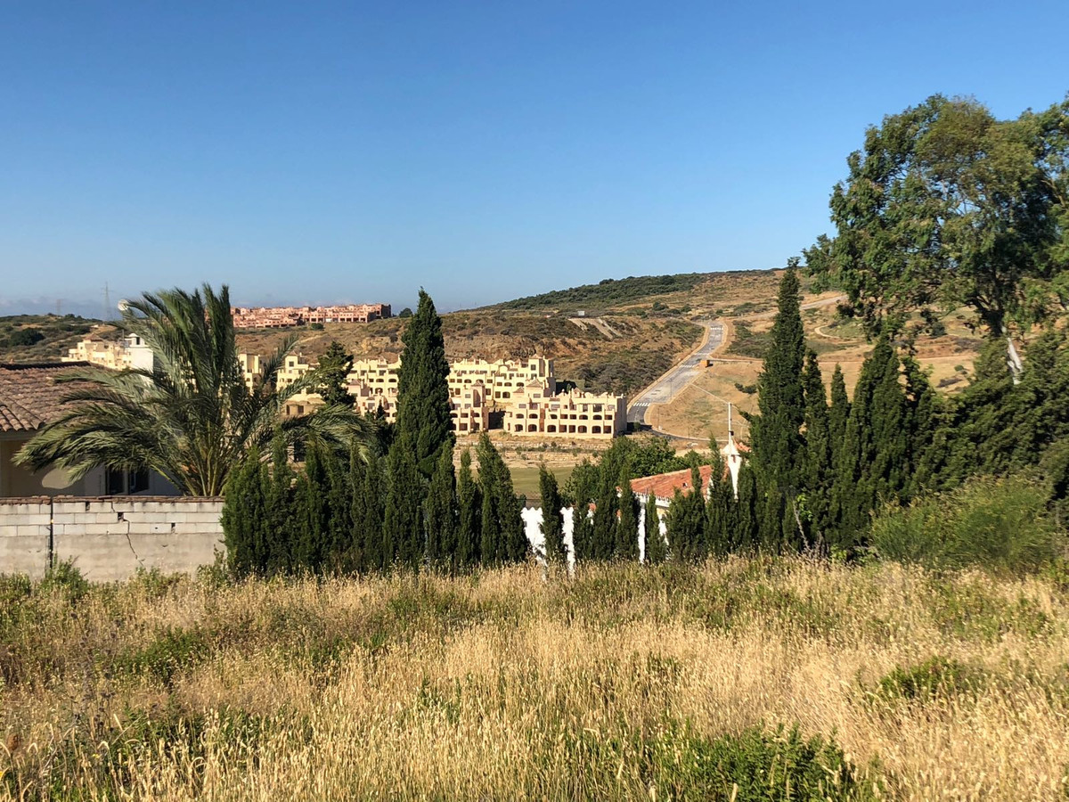 Building plot in Valle Romano. Suitable for building 240 m2 , plus terrace, plus basement. Panoramic, Spain