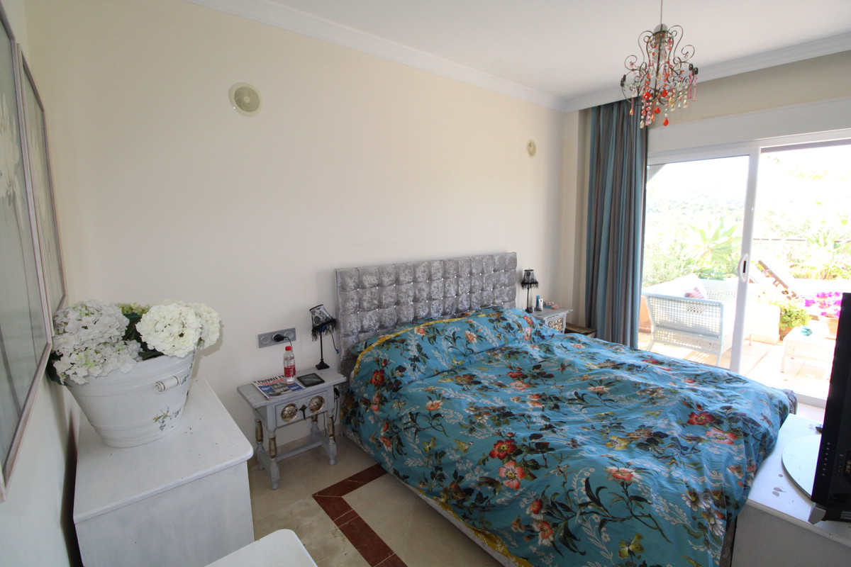Middle Floor Apartment in San Roque Club