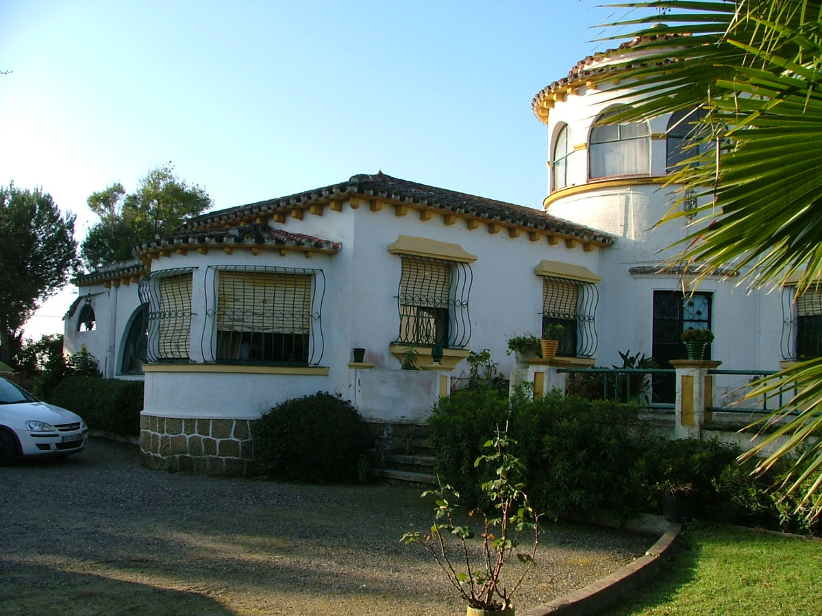 San Roque, on the outskirts of the town is a county estate of 3 self contented houses within a plot ,Spain