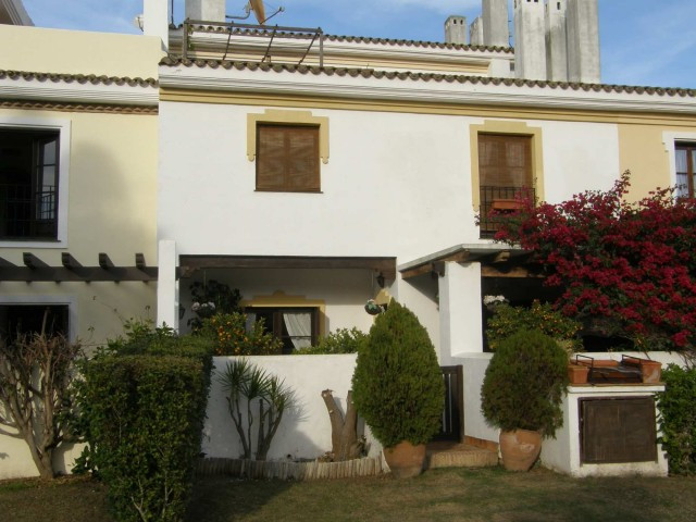 San Roque Golf: spacious town house with 4 bedrooms and 4 bathrooms. Built in andalusian style on 3 ,Spain