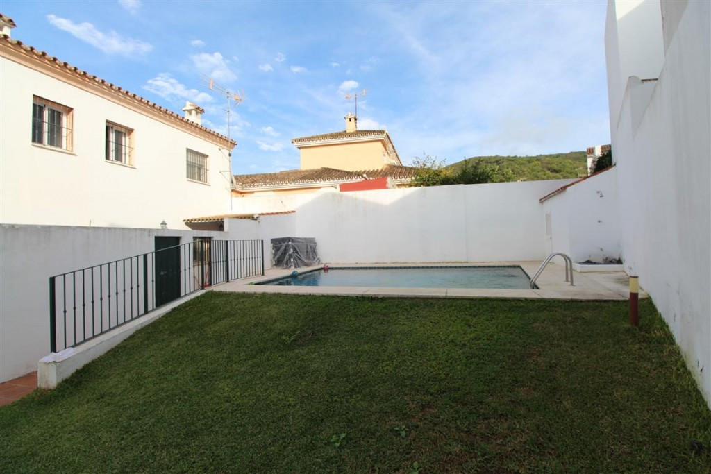 "Beautiful Townhouse ""El Secadero"" -Casares. 3 bedrooms, 1 bathroom and 1 toilet on the sec, Spain"