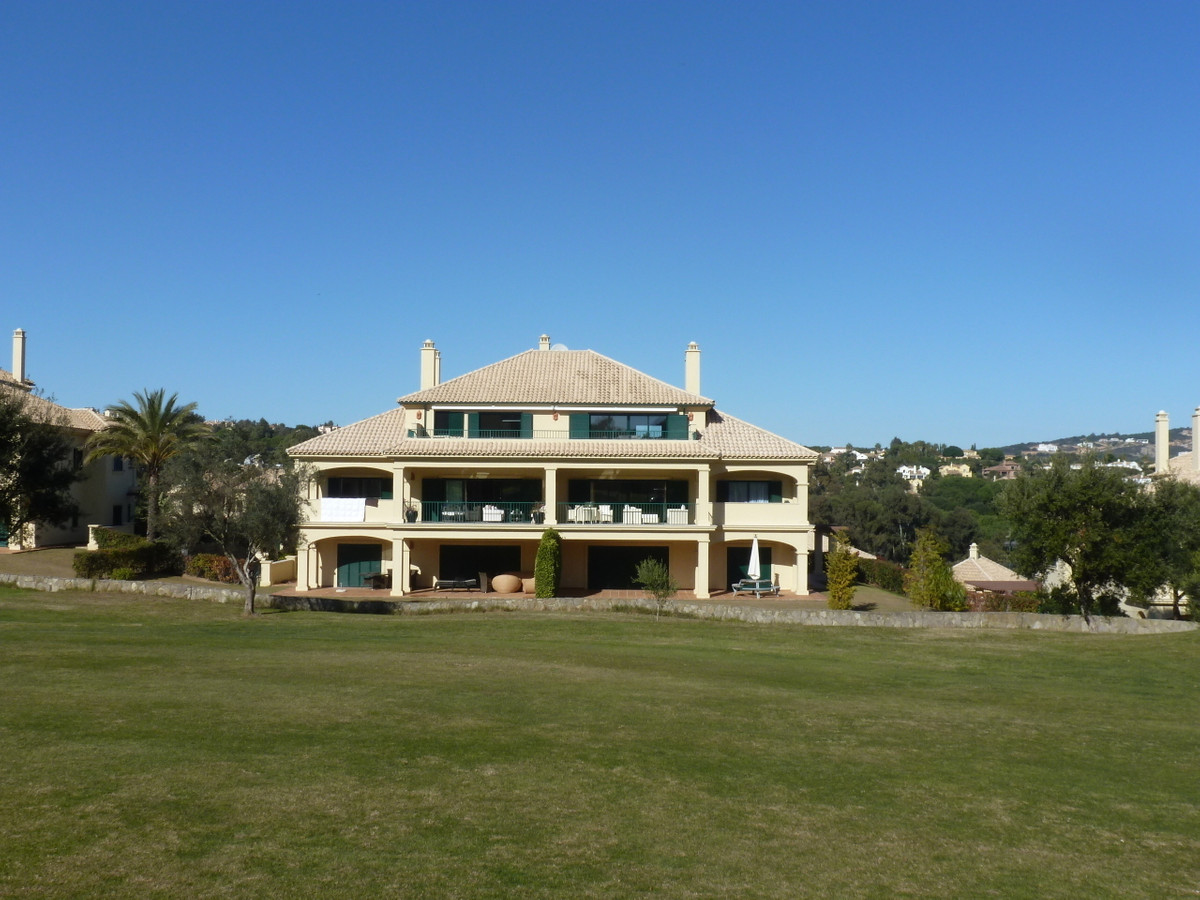 San Roque Golf: Wonderful penthouse front line golf, 2 bedrooms 2 bathrooms. Open plan living dining, Spain