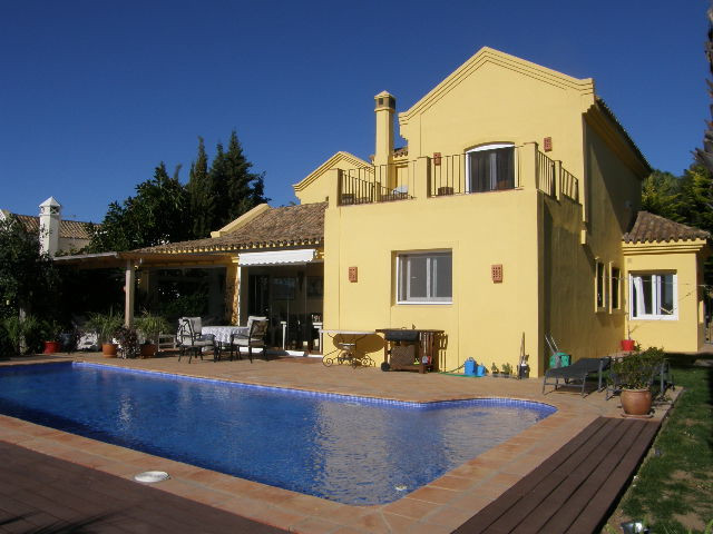 Sotogrande Alto: 4 bedroom villa overlooking Almenara and San Roque golf. 4 bathrooms, living room w, Spain
