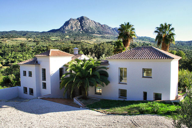5 bedroom cortijo style villa with contemporary internal finishes. Located close to National Park, t, Spain