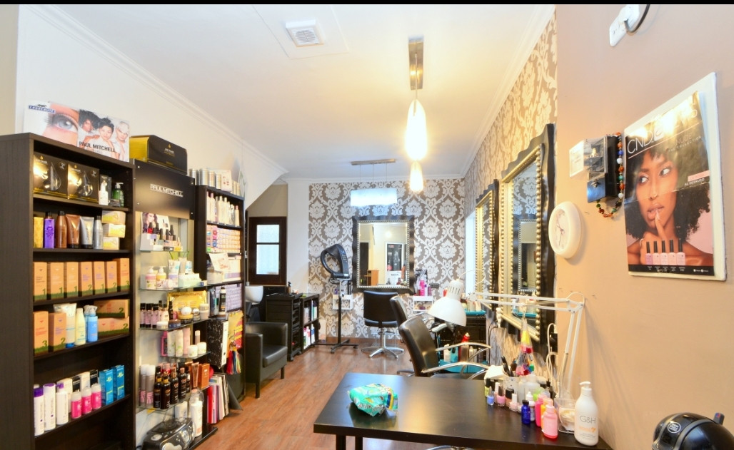 FANTASTIC OPPORTUNITY!   Hair and beauty salon next to Puerto Banus. Fantastic ubication, 50 m next , Spain