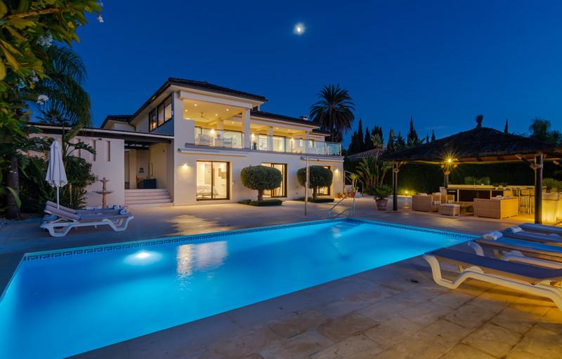 Villas for sale in Nueva Andalucia 1