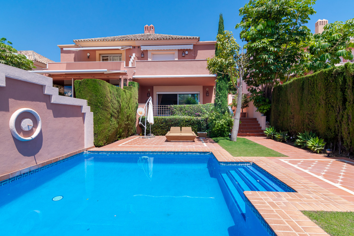 Villa, Pareada  en venta    en The Golden Mile