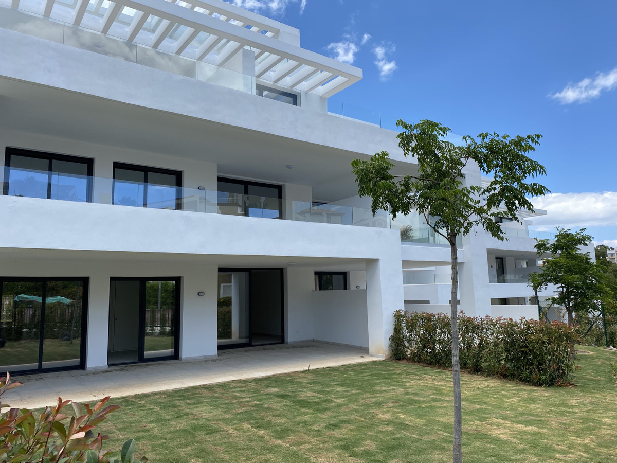 Ground Floor Apartment for sale in Estepona R3651026