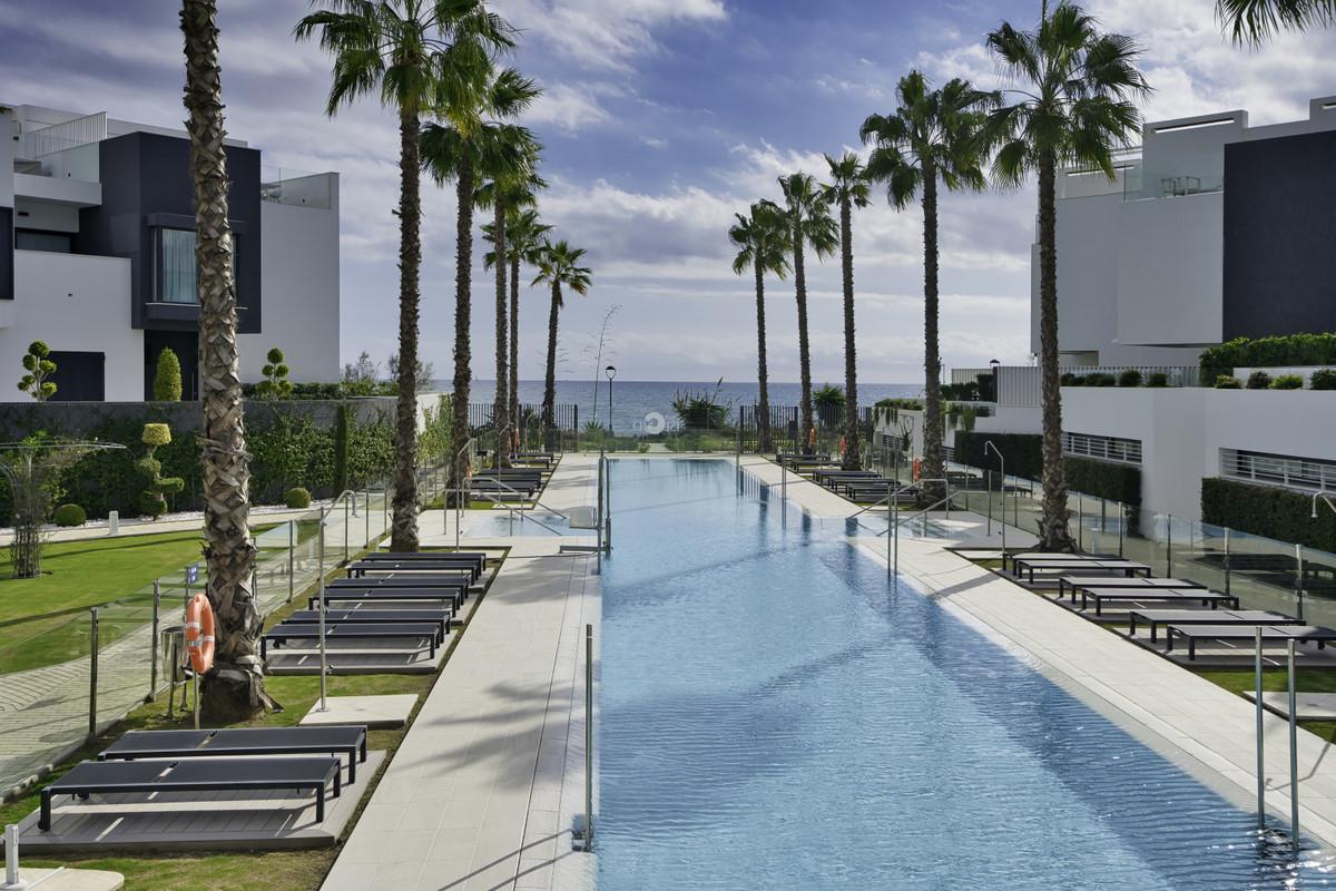 Semi-Detached House, Estepona, Costa del Sol. 4 Bedrooms, 4 Bathrooms, Built 321 m², Terrace 69 m², ,Spain