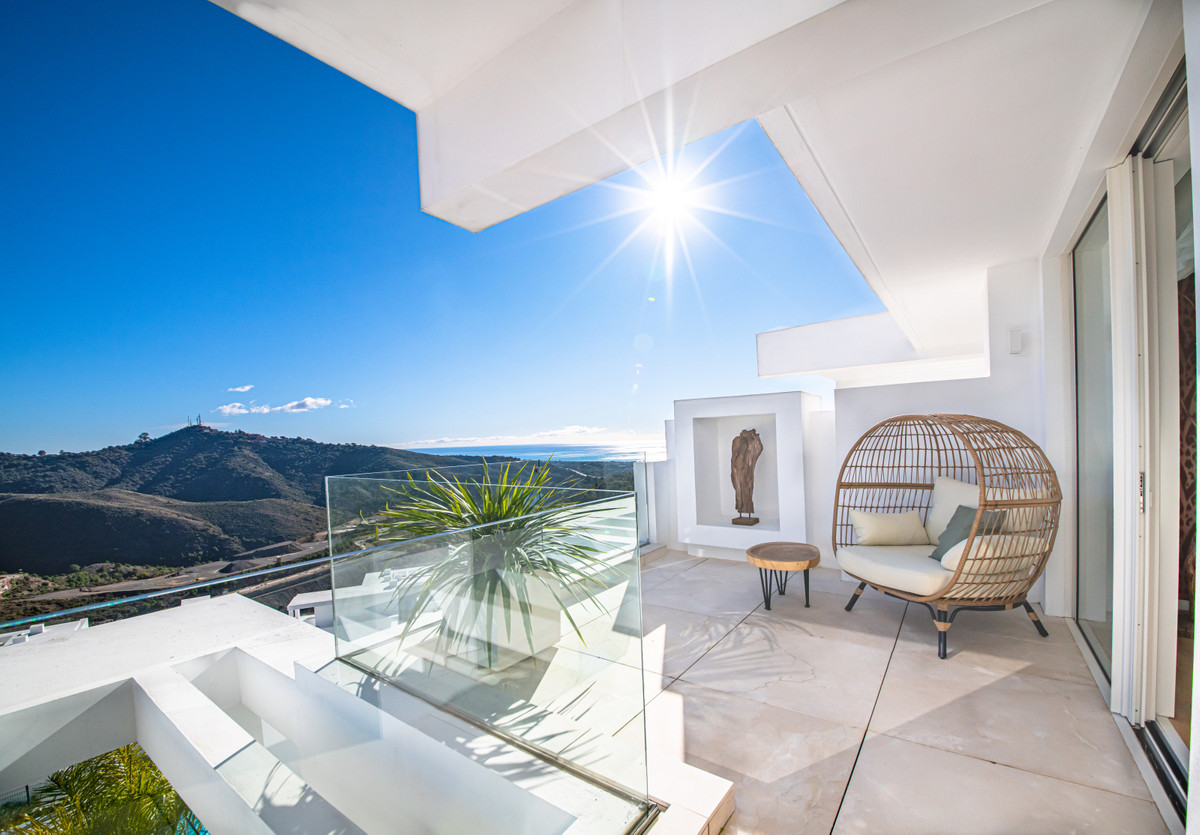 Rare opportunity to purchase a stunning penthouse in Phase 1 'Los Almendros' at Palo Alto , Spain