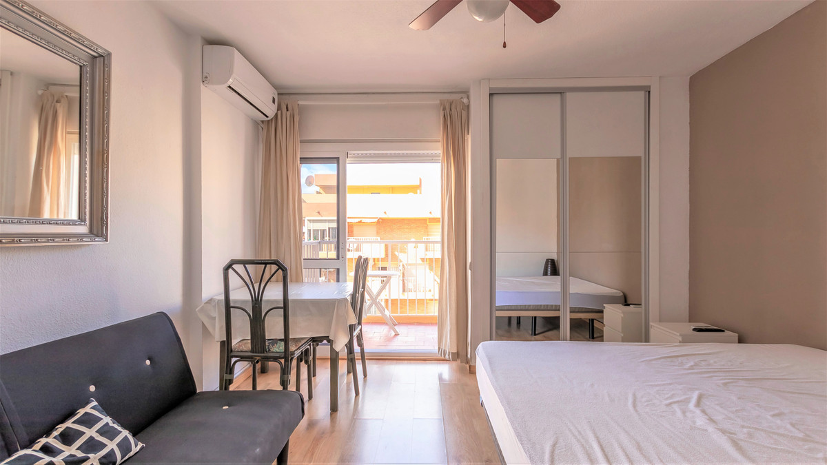 Are you looking for a studio or where to invest? Do not stress.  This studio in the gamonal offers e, Spain