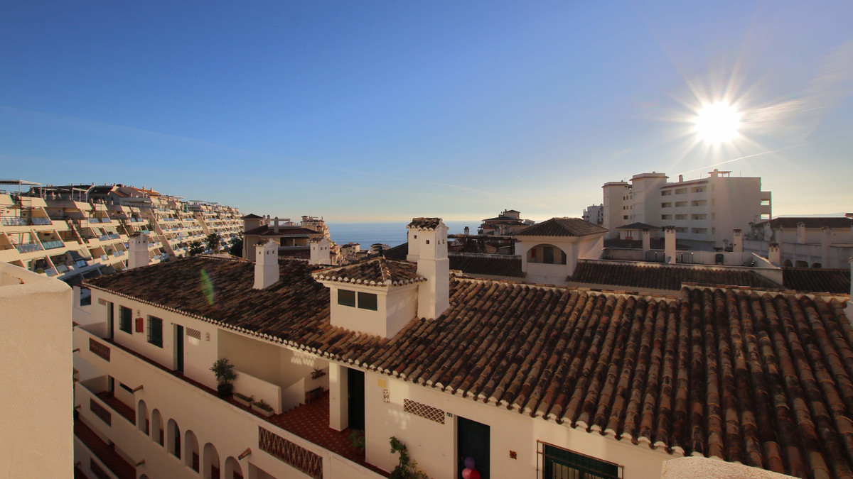 Fantastic 2 bedroom apartment located in Nueva Torrequebrada, close to shops, restaurants and the be, Spain