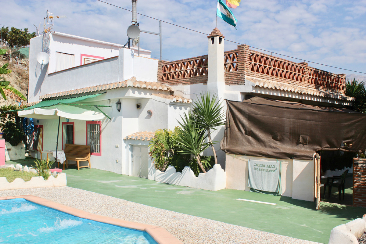 Cortijo with spectacular views of the Sierra Nevada, kitchen furnished with all appliances, is orien, Spain