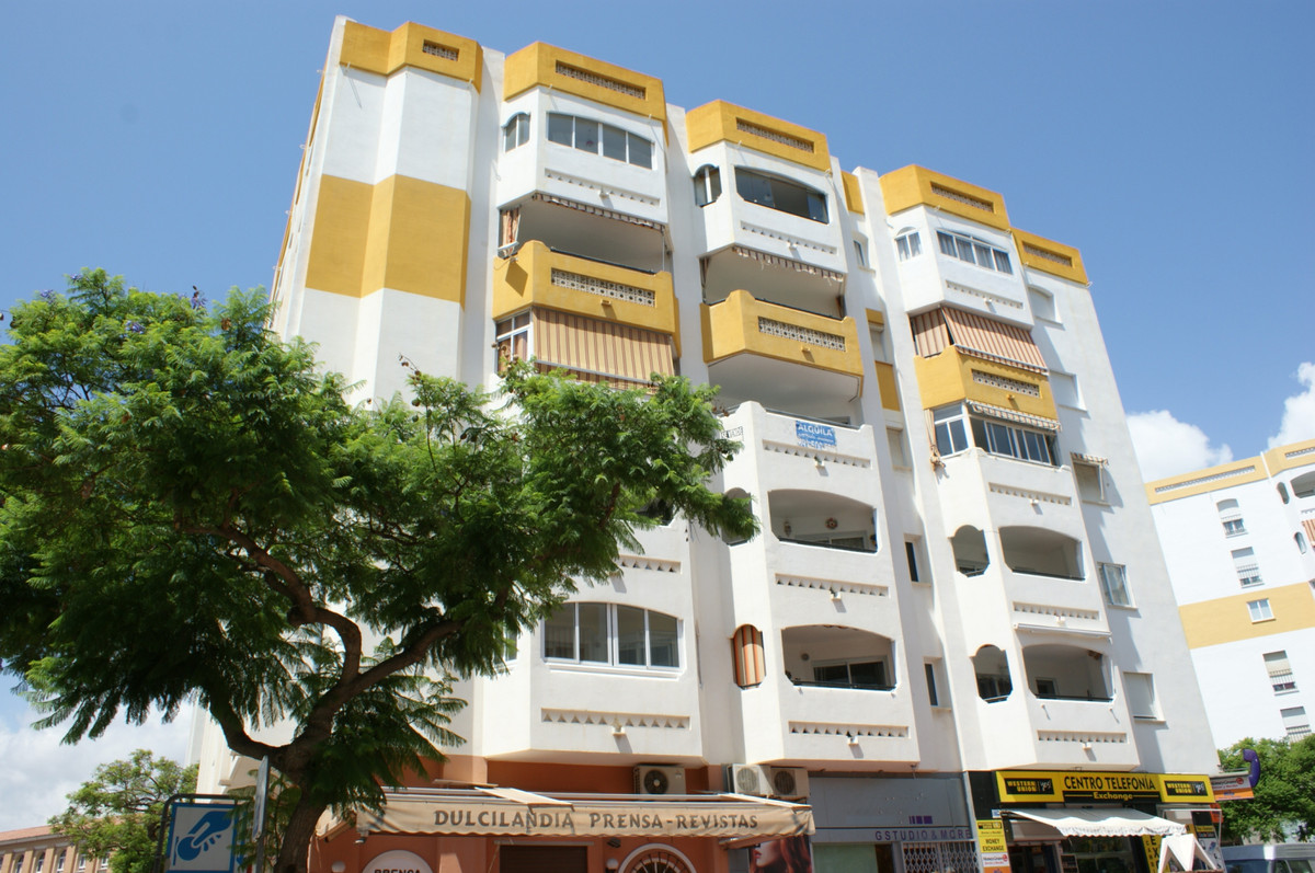 From the bank. Possible 100% financing. Comfortable middle floor apartment in the center of Arroyo d, Spain